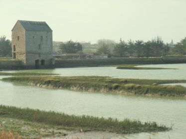 walking in Brittany Saint Suliac a starting point of several footpaths to see viking camp and tide mill of Beauchetof the photo.jpg